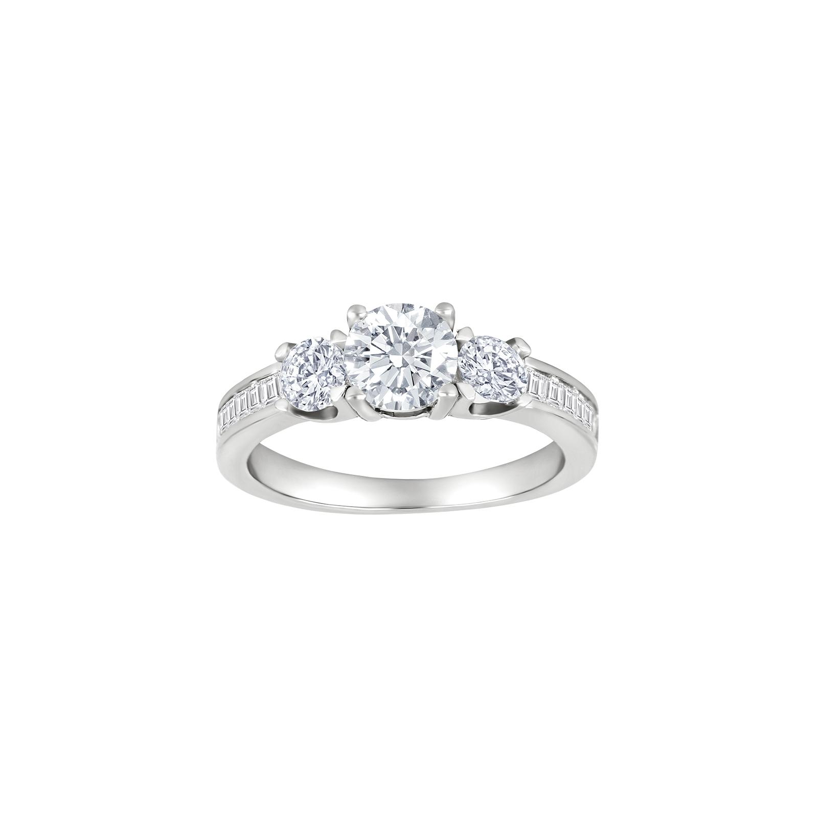 Elegant rhodineret sølv ring med zirkoner fra Joanli Nor Oplev denne smukke rhodineret sølv ring med zirkoner fra Joanli Nor. Ringen er prydet med små smukke zirkoner ned langs ringskinnen og omkring centerstenen. Ringen fås i rhodineret sølv og forgyldt sølv. Se det store udvalg af smykker fra Joanli Nor her